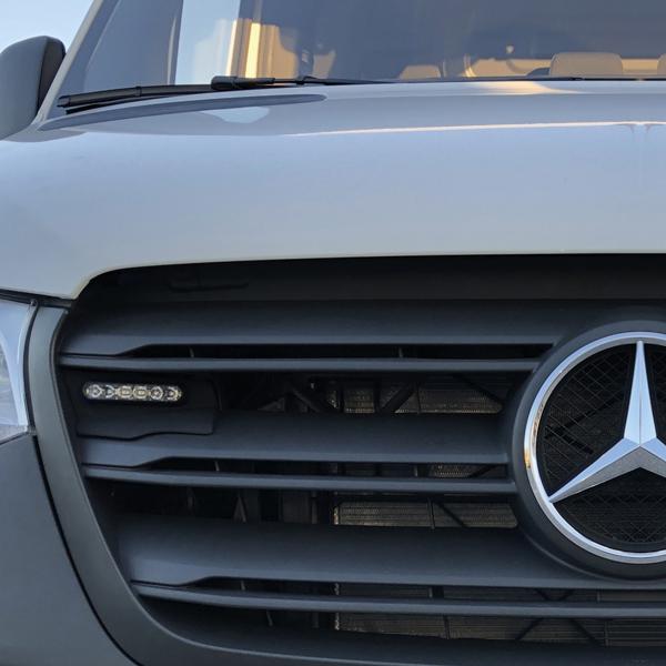 Montagerahmenset für Kühlergrill Mercedes Sprinter Baureihe 97-910 (BJ 2018-), Farbe: schwarz